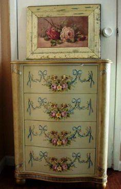 ❥ beautiful rose painted dresser