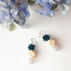 Earrings with wood and glass beads Glass Beads, Stud Earrings, Spring, Wood, Handmade, Accessories, Jewelry, Hand Made, Jewlery