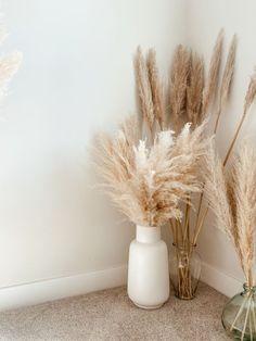Living Room Decor, Bedroom Decor, Living Room Seating, Grass Decor, Big Vases, Aesthetic Room Decor, Home Room Design, Design Kitchen, White Vases