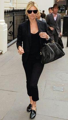 Kate Moss mit schwarzen Lackleder-Loafers