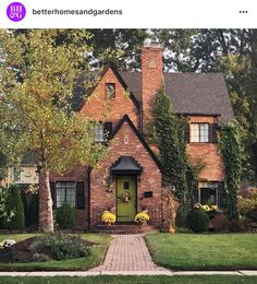 – Better Homes & Gardens: «Fall-dressed curb appeal is the best Casas The Sims 4, Tudor House, Tudor Cottage, Brick Cottage, Cute House, Sims House, Cottage Homes, Bungalow Homes, Cottage House Plans