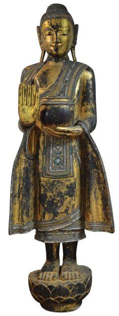 Burmese Buddha in gold lacquer Hindu Deities, Hinduism, Robin Wright, Buddha Figures, Buddha Life, Art Asiatique, Art En Ligne, Buddhist Art, Mandalay