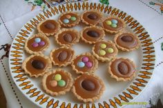 Karamellás kosárka Kitchen Stories, Tiramisu, Cookies, Desserts, Recipes, Food, Caramel, Crack Crackers, Tailgate Desserts