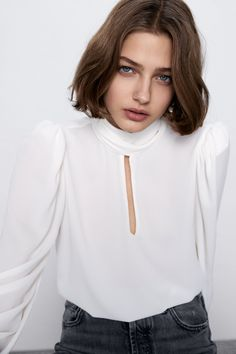 My obsession with Zara blouses continues. So wearable, and elevated by the small details like the beaded sleeve and slight puff shoulder. So delicate and chic! Stylish Shirts, Tie Neck Blouse, Blouse Online, Shirt Blouses, Women's Shirts, Everyday Fashion, Beading, Hair Bows, Style