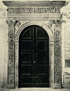 Урбино. Дверной проем и деталь Герцогского Дворца. Двери и порталы в итальянской архитектуре