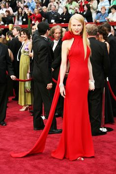 red dress + red lips + red shoes - blond hair w/ white/goldish bag + bracelet (goes w/ hair) (Oscars 2007)
