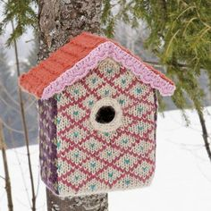 Knitted birdhouse...not necessarily for the birdies..but how cute is this? Directions are in French so you need translation