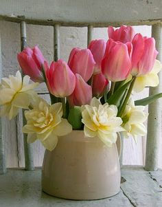 Another photo of a centerpiece that I want to duplicate in the future: Just tulips  daffodils....