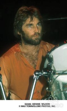 Omgaaa how sexy! Carl Wilson, Dennis Wilson, Wilson Brothers, America Band, The Beach Boys, Abbey Road, Rock Legends, Music Songs, The Beatles