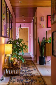 Luxury Home Interior A Pink Hallway The Runs The Length Of This Inspiring New Zealand Home On DesignSponge.Luxury Home Interior A Pink Hallway The Runs The Length Of This Inspiring New Zealand Home On DesignSponge Home Design, Design Room, Deco Design, Design Ideas, Wall Design, Design Trends, Beige Living Room Furniture, Beige Living Rooms, Retro Living Rooms