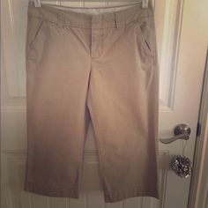 Cropped chinos by Gap Great for everyday spring wear GAP Pants Ankle & Cropped