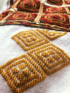 Romanian blouse - ie - detail. Hungarian Embroidery, Folk Embroidery, Folk Clothing, Embroidered Clothes, Cross Stitching, Oriental, Projects To Try, Textiles, Moldova