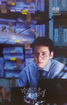 Love this drama! Ji Chang Wook Smile, Ji Chang Wook Healer, Ji Chan Wook, Asian Actors, Korean Actors, Suspicious Partner Kdrama, Korean Drama Quotes, Hot Korean Guys, Park Bo Gum