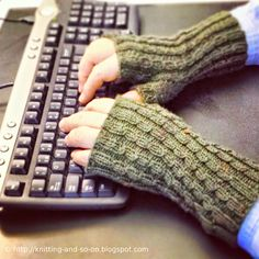 Free Knitting Pattern: Data Centre Mitts