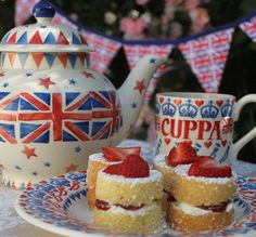 Pinner wrote: Ahh, so very British. Afternoon Tea (made using a Teapot!) and Strawberry Victoria Sandwich mini cakes with cream. I just need a fork and I could dive right in! Hp Sauce, Yorkshire, Tea Love, Simply Yummy, Brunch, England, Cuppa Tea, Emma Bridgewater, My Cup Of Tea