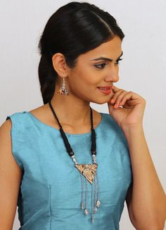 Join the bandwagon of Fabric Jewellery for Kalamkari is a traditional handblock printing technique. Fabric Necklace, Fabric Jewelry, Necklace Set, Fashion Jewelry Stores, Fashion Jewellery, Handmade Necklaces, Handmade Jewelry, Jewellery Workshop, Kalamkari Fabric