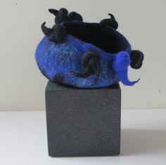 Carla Bultman - Blauwe pot van vilt