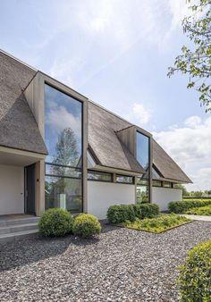 Metaglas B. Villa moderna com grandes janelas de vidro - architectenweb. Modern Barn House, Modern House Design, Modern Exterior, Exterior Design, Architectural Styles, House Extensions, House Goals, Home Fashion, Future House