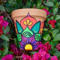 Macetas Flower Pot Art, Flower Pot Design, Clay Flower Pots, Flower Pot Crafts, Painted Plant Pots, Painted Flower Pots, Ceramic Painting, Stone Painting, Decorated Flower Pots