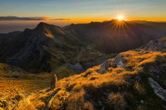 Moldoveanu - View from Arpasu Mare (2468m) at sunrise To the left Podragu (2462m) and to the valley Podu Giurgiului lake. Fagaras | Romania