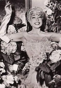 Josephine Baker - showgirl, activist and spy during WWII Golden Age Of Hollywood, Hollywood Glamour, Classic Hollywood, Old Hollywood, Josephine Baker, Belle Epoque, Beautiful Black Women, Amazing Women, Beautiful People