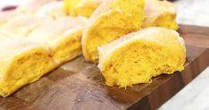Släta saffransbullar i långpanna Xmas Food, Cornbread, Sweets, Ethnic Recipes, Starbucks, Advent, Christmas, Millet Bread, Xmas