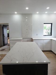 Full Height Quartz Back splash Sereno Gold Kitchen Cabinet Remodel, Painting Kitchen Cabinets, Kitchen Backsplash, Kitchen Countertops, Gold Kitchen, Kitchen Decor, Kitchen Ideas, Remodeling Mobile Homes, Home Remodeling