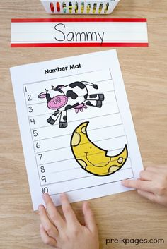Hey Diddle Diddle Nursery Rhyme Printable 1-10 Number Puzzle. Great for helping preschool and kindergarten kids learn to identify numerals and put numbers in order.