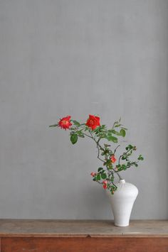 花材/枝薔薇・木瓜 器/山野邊孝 - 華道家 平間磨理夫 オフィシャルサイト