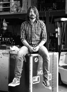 Dave Grohl of the Foo Fighters and Nirvana is very ENFJ. Foo Fighters Dave Grohl, Foo Fighters Nirvana, Beautiful Men, Beautiful People, Pat Smear, There Goes My Hero, Taylor Hawkins, Music Pics, Hbo Series
