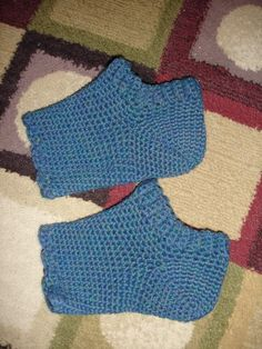 yarns and musings: Crocheted Pedicure Socks-Free Pattern Crochet Boots, Crochet Slippers, Crochet Scarves, Crochet Yarn, Crochet Clothes, Free Crochet, Crochet Poppy, Learn Crochet, Crochet Dresses