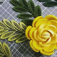 #paperquilling #paper #quilling #flower #yellowrose #yellowflower #종이감기 #종이감기공예 #종이 #띠지 #꽃 #장미 #노란장미 #만드는중