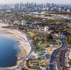 A view from St Kilda Beach highlighting the Melbourne skyline Places In Melbourne, Melbourne Skyline, Melbourne Beach, Melbourne Victoria, Melbourne Australia, Australia Travel, Beach Highlights, City Sky, St Kilda