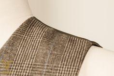 A-symmetrical 5-button double breasted waistcoat with breast pockets and glen plaid check.  A-symmetrisch 5 knoops double breasted vest met borstzakken en glen plaid motief. 2