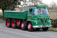Small road rn around the Burton On Trent area Easter Sunday. Vintage Trucks, Old Trucks, Pickup Trucks, Classic Trucks, Classic Cars, Old Lorries, Old Commercials, Heavy Duty Trucks, Commercial Vehicle