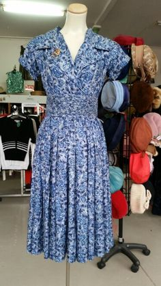 1950's silk dress Vintage Clothing, Vintage Outfits, Silk Dress, 1950s, Summer Dresses, Clothes, Fashion, Summer Sundresses, Tall Clothing