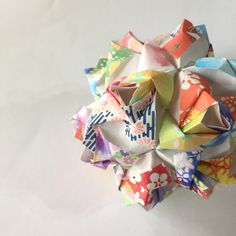Little roses #kusudama is designed by Maria Synayskaya. (please visit her website Go Origami) This #ball is made from 30 sheets of #washi #paper in 15 different patterns.  You ... #trending #etsy #units #colorful #japanese #rose #diy #desk #kit #modular #origami