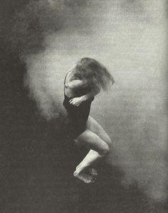 petrole: julie shanahan in auf dem gebirge hat man ein geschrei gehört, a play by pina bausch, 1984