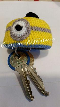 #uncinetto #crochet #handmadewithlove #handmade #handmadeinitaly #fattoamano #artigianatoitaliano #creazioniefantasia  #picoftheday #madeinitaly #artigianato #fattoamanoconamore #accessori #accessories #minion #minions #portachiavi #keychain