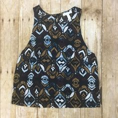 Patterned tank with keyhole NWOT, super cute flouncy (100% rayon) brand is sold at Nordstrom. Tops Tank Tops