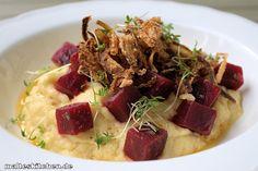 Dieses Rezept für den Rote Bete Salat mit Sellerie-Püree uns Röstzwiebeln stammt ursprünglich von Frank Rosin. Tolle Geschmackskombination,