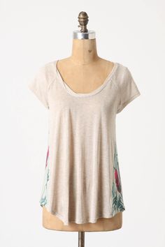 This would be so cute with a pair of flip flops and jeans. I love comfy tees.