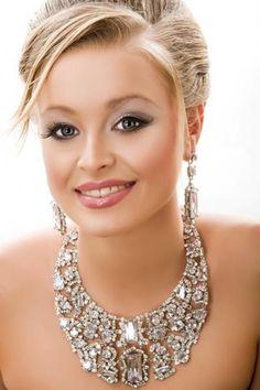Blonde Wedding Makeup Looks