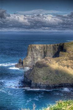 Cliffs of Moher, Lehinch, County Clare, Ireland. If you can only see one thing in Ireland, this is it! Places Around The World, Oh The Places You'll Go, Places To Travel, Places To Visit, Around The Worlds, Beautiful World, Beautiful Places, All Nature, Amazing Nature