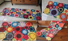 Agulhas e Pinceis: Tapetes de crochê floral colorido