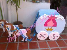 Caja de regalos Baby Birthday Dress, 18th Birthday Party, Girl Birthday, Birthday Ideas, Beauty And The Beast Party, Baby Shawer, Cinderella Party, Ideas Para Fiestas, Party Centerpieces