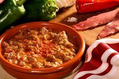 Dans le Sud-ouest, en hiver comme en été, on aime les recettes généreuses et familiales. Historiquement partagé lors des jours de foire au Pays basque, l'Axoa met à l'honneur le produit phare de la région : le piment d'Espelette ! Pour réaliser cette recette simple, il vous faut : 1.8 kg d'épaule de veau (ou …