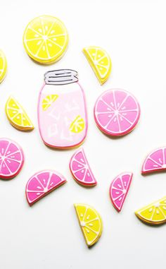 pink lemonade When life gives you lemonsmake sugar cookies! How darling are these decorated pink and yellow cookies? Were always on the hunt for a good sugar cookie one that isnt too ha Best Sugar Cookies, Iced Cookies, Cute Cookies, Sugar Cookies Recipe, Royal Icing Cookies, Cupcake Cookies, Cookie Favors, Baby Cookies, Flower Cookies