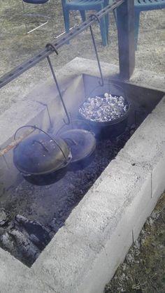 Ideas garden kitchen ideas outdoor oven cooking for 2019 Outdoor Oven, Outdoor Fire, Outdoor Cooking, Outdoor Kitchens, Fire Pit Cooking, Cast Iron Cooking, Fire Pit Backyard, Backyard Bbq, Rideaux Design