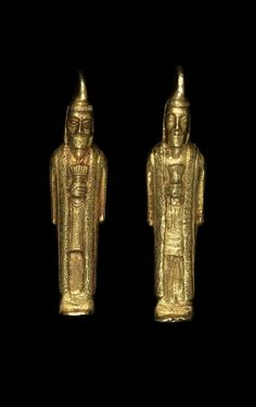 Oxus Treasure - Gold statuette of bearded man: the figure wears a high, stiff cap, tunic and embroidered coat with empty sleeves (called a 'kandys') holding a bundle of rods (called a 'barsom'). © The Trustees of the British Museum Medieval Jewelry, Ancient Jewelry, Historical Artifacts, Ancient Artifacts, Ancient Aliens, Ancient History, Middle East Culture, Bronze Age Civilization, Achaemenid